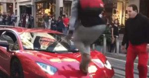 屁孩耍帥「踏過1500萬藍寶堅尼超跑」,車主瞬間暴怒從被害人變成加害人! (影片)