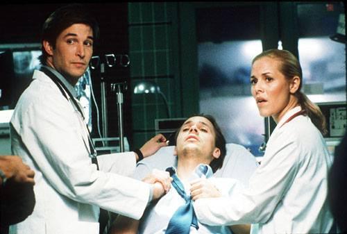 他好傻好天真「送鳳梨酥」答謝護理師,下一秒「直接被轟出護理中心」!醫療人員:千萬不要不信邪