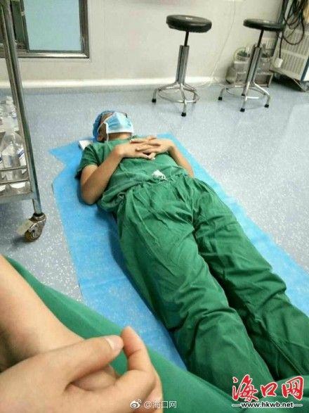 連續操23小時!醫師手術一半頭暈眼花「躺地秒睡」...醒來繼續幫病人開刀!