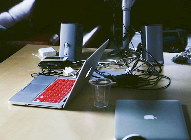 13件你無意間「正在縮短筆電壽命」的超手殘行為,出現「這些狀況」就準備和電腦說掰掰!