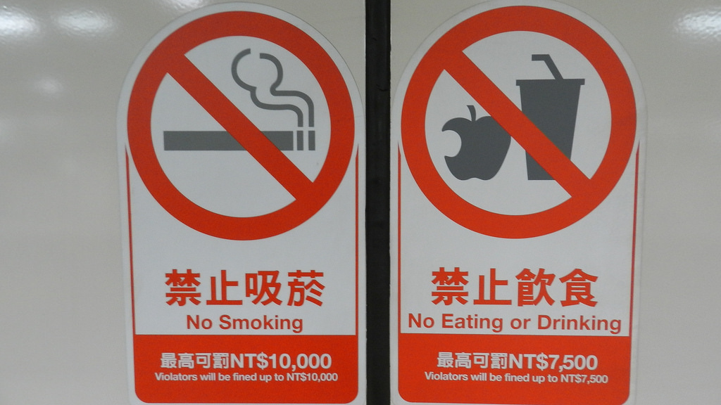 飲食解禁!台北捷運同意放寬,在這32站的通道開放「讓大家吃東西」囉!
