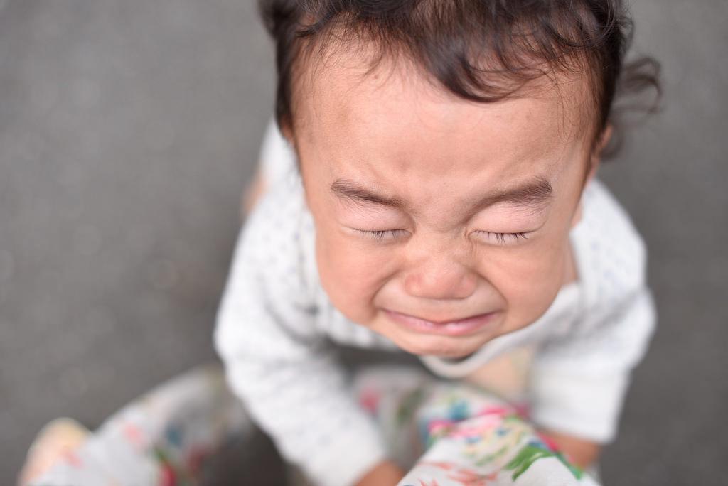 寶寶會「假哭」來得到你的注意很討厭,但生氣...這是一種「高智商」的象徵!