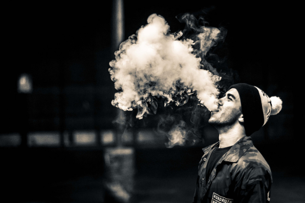 全球10億人口愛哈菸,如果你「改抽電子菸」:可多活8670萬年、拯救660萬人!