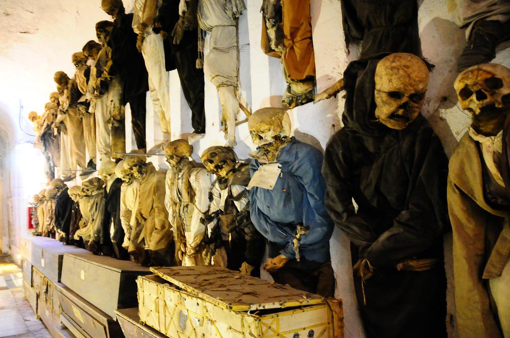 10個還沒去就讓你嚇到挫尿的「超恐怖世界旅遊景點」,死人娃娃村「活著的居民」只剩37個…