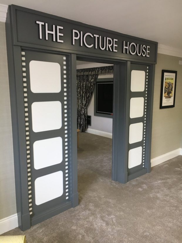 讓他們以為還20歲!2.4億元重金打造「失智護理之家」超復古,內有電影院、鋼琴酒吧比度假村還高級!