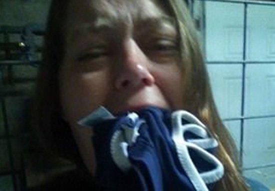 女子臉書PO「被綁匪囚禁」照片,警方衝進家中逮捕她「原來都是自導自演」