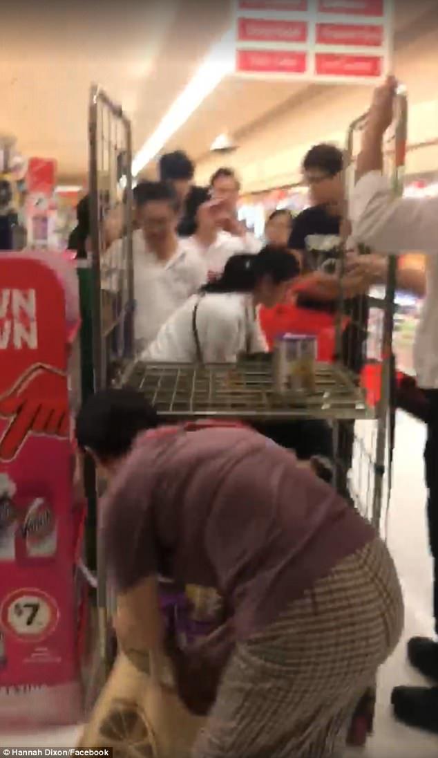 中國大媽在澳洲把超市所有奶粉都買光,讓當地爸媽不知該怎麼餵寶寶
