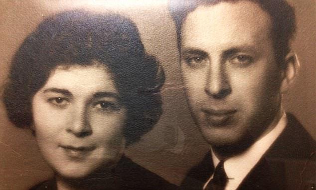 105歲爺爺牽手向100歲妻子告白:「我愛妳!」不捨陪她在醫院渡過「80周年結婚紀念」...(影片)