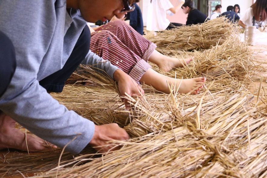 日本「5隻超逼真驚奇巨獸稻草像」讓你想馬上刷機票衝打卡!(影片)