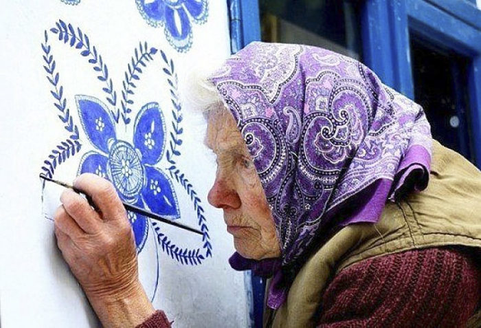 90歲老太太把家鄉小鎮變成「手中的畫冊」,一個人把小鎮變成最美天堂! (16張)