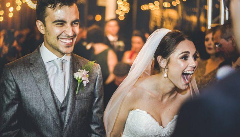 婚禮到一半,浪浪「不請自來」死都不肯離開...新人決定「直接把他升級貴賓」溫馨到炸!
