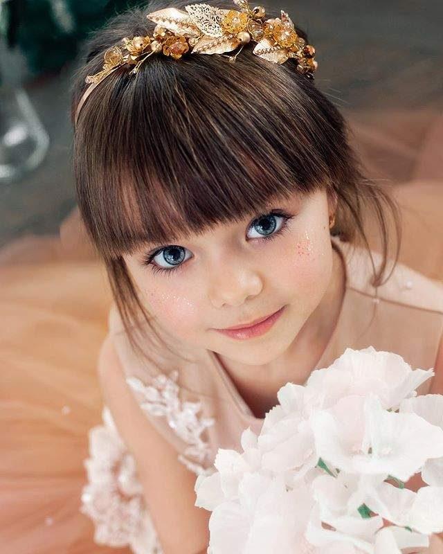 世界最美麗小孩!「6歲精靈系小小女模」一雙藍眼睛征服全世界!超美媽媽就是她長大後的模樣!