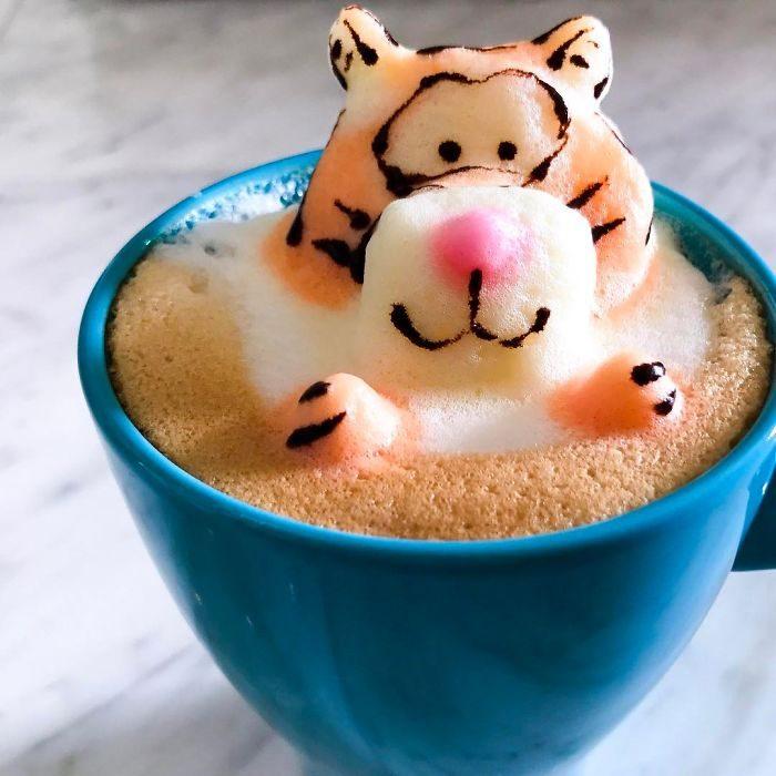 神級美少女創作「超療癒3D立體咖啡拉花」 「柴柴搖屁屁」萌到你捨不得喝!