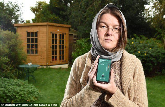 在她身邊不能用Wi Fi,只要一接觸到她就GG了!