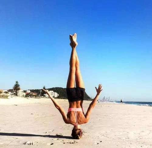 比直播好賺!22歲正妹網紅PO一張自拍照「現賺45萬」,16歲自殺失敗讓她生命更好!