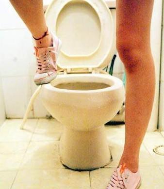 史上深度的废文!99.9%女性不知道怎么用的「马桶坐垫」,一张操作图让妳直接突破盲肠! -772643_1