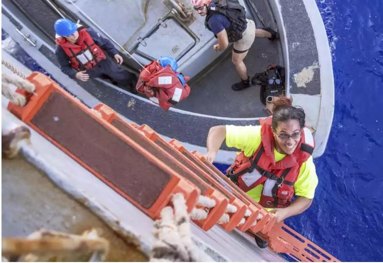 真人版《少年Pi》!美國2妹帶狗狗太平洋漂流5個月努力求活,台灣漁船發現給他們新生命!