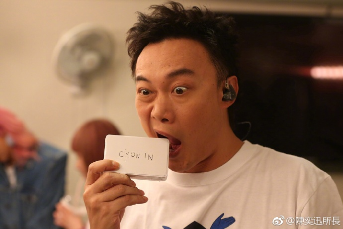 陳奕迅專訪嗆「用提詞機超丟臉」,多年演唱堅持不使用「尊重粉絲」!