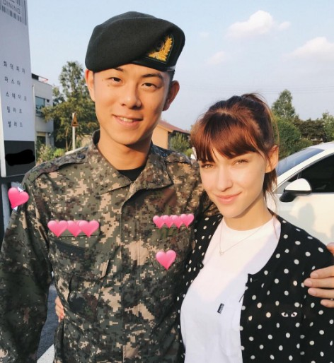 德女模騙韓軍人男友不能通話讓他超失落,飛13小時到韓國見面男友打開門的瞬間幸福滿點!