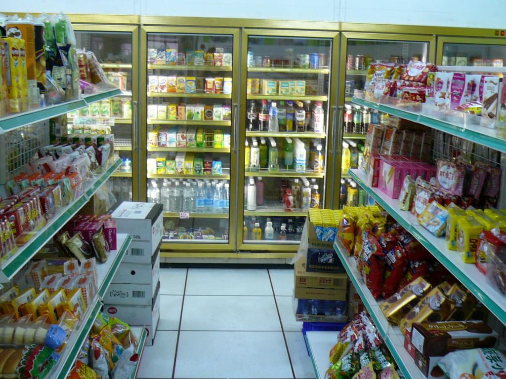 學校全面「禁止含糖飲料」,家長送的甜品、點心通通不准進校園!