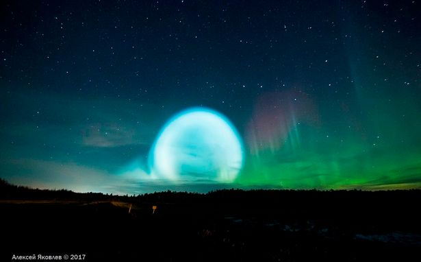 天空出現「超亮的光球」,讓當地民眾以為外星人要來了...
