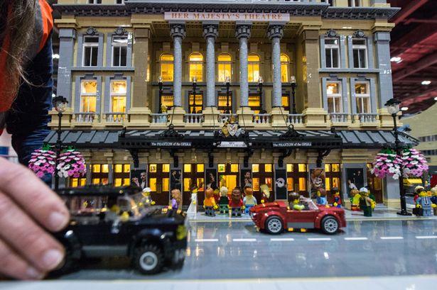 最狂樂高迷擁有「100萬個樂高積木」,「60000塊樂高」做出的歌劇院太豪華!