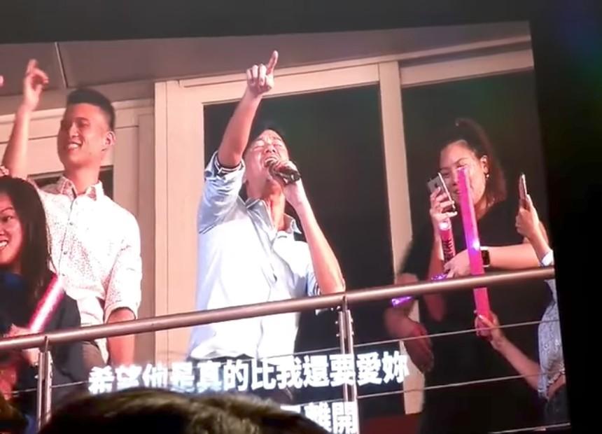 李聖傑現身演唱會,獨特唱法飆《安靜》讓周杰倫傻眼:「我都不敢唱了!」