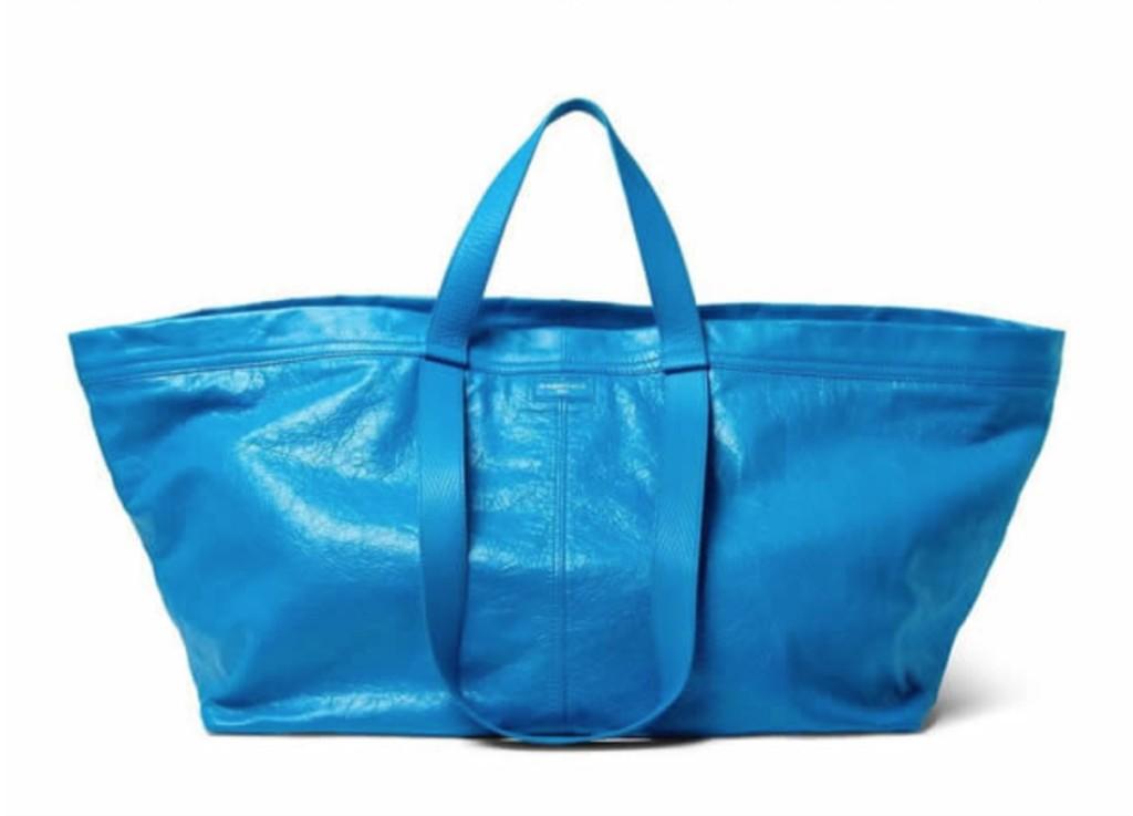 機車包公司Balenciaga推出價值超過6萬元的「時尚潮裙」,網友傻眼:「每台車上都有吧?」