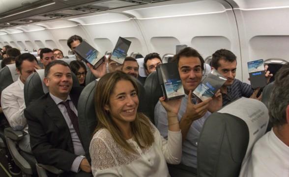三星飛機上「狂送200台Note8」,「我們不是炸彈!」乘客爽翻!(影片)