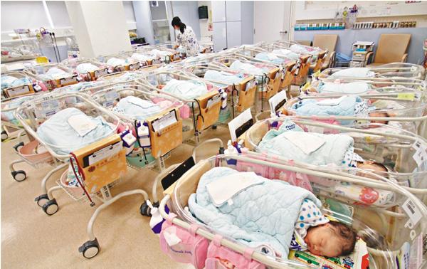 國健署推「母嬰同室」政策新手媽媽崩潰,這間醫院怒批:「神經病想出的變態政策!」