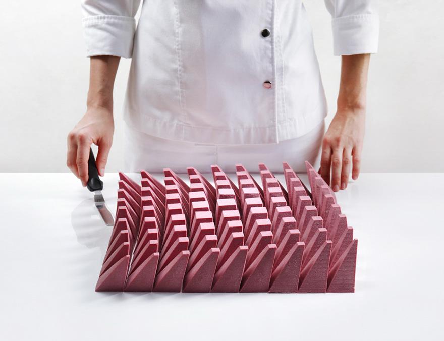 當有數理背景的設計師試著烤蛋糕時,切開內部「最能滿足左腦跟胃」的聖物出現了...