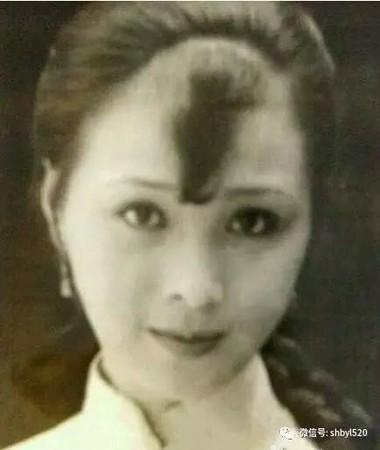 劉亦菲說自己是「全家最醜」大家都不信 直到「阿姨合照」曝光...網友傻眼:媽媽更正!