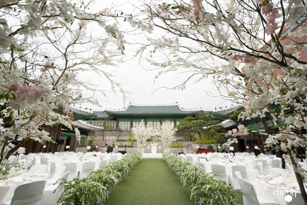 最終雙宋世紀婚禮畫面還是遭流出!「選用桔梗花」藏宋仲基真愛告白,章子怡、黎明前一天已抵達韓國!