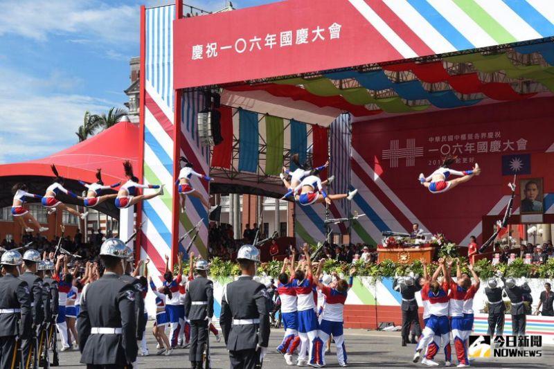 挑戰強國玻璃心!台媒在微博「發狂直播國慶大典」,陸網友打臉:「你們放幾天假啊?」