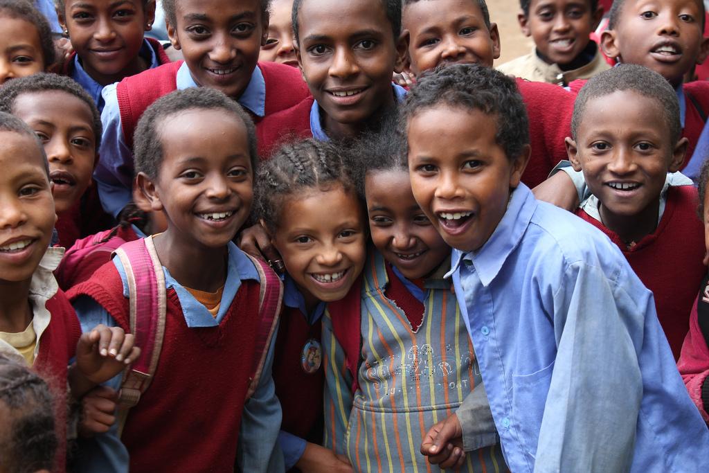 非洲兒中秋節回台找台灣媽媽!衣索比亞青年遠道來台,為了見「認養他20多年的媽媽」一面!