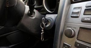 高手建議大家在買二手車時,一定要先把鑰匙插入「轉到第一個位置」!