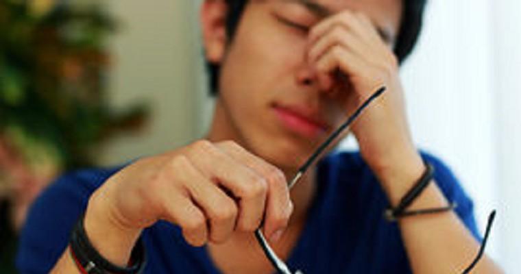 27歲男「每天都點眼藥水」半年竟得白內障!醫師:眼藥水有這成分要小心!