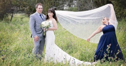 地表最搶鏡伴娘!亂入好友婚紗照成為「最吸睛焦點」全笑噴,這些照片以後成為傳家之寶!