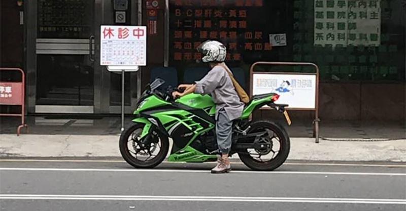 出家可騎重機嗎?出家人帥騎「Kawasaki綠忍者重機」,網友:法號海放!