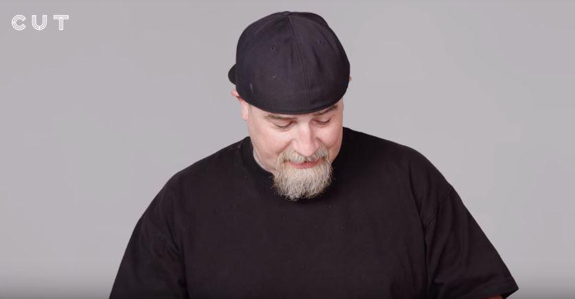100位外國人挑戰吃榴槤!「聞起來像包皮垢...」吃第一口超誇張反應笑翻全網路!(影片)