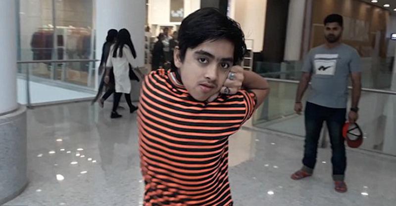 14歲男孩勵志成為「最天然」恐怖片演員 苦練8年「180度大轉頭」還能面帶微笑...