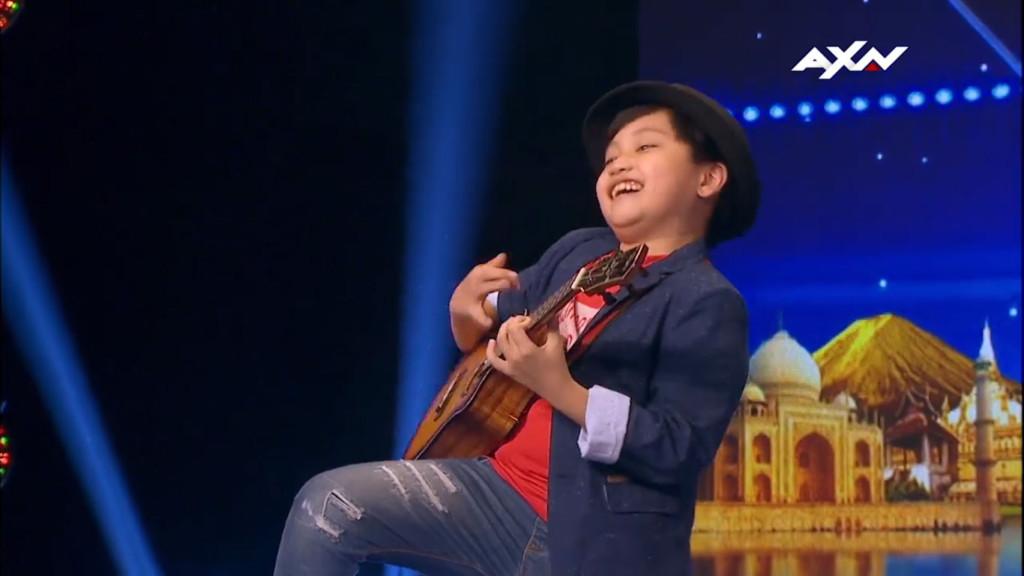 10岁台湾男孩《达人秀》乌克丽丽「自创曲」不被看好,一开始弹奏震惊全场评审用力砸「黄金按钮」 -09-2