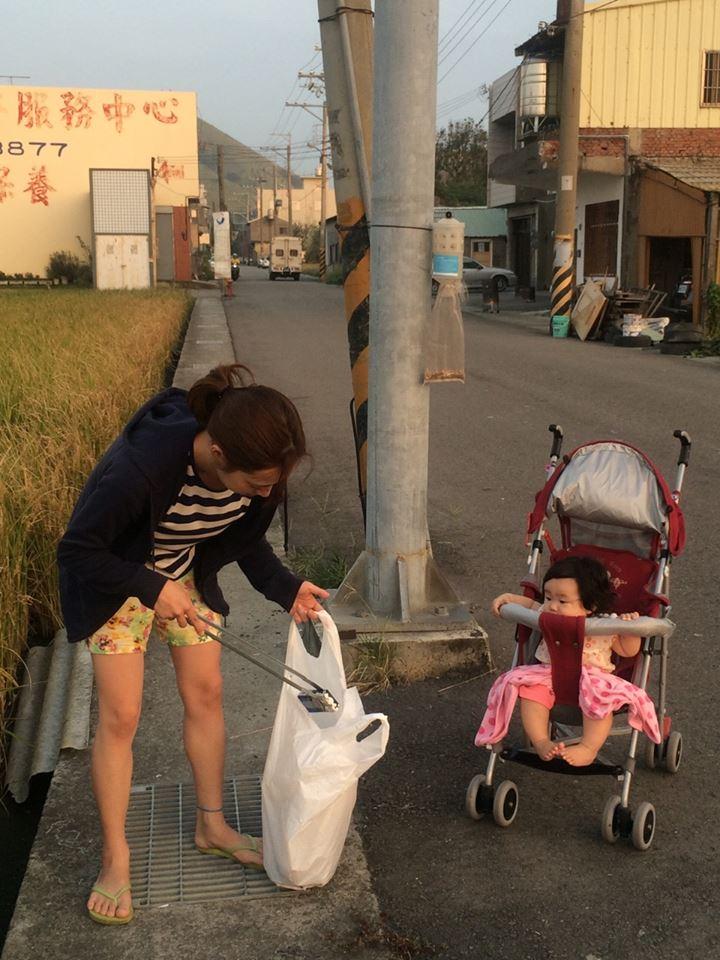 日籍老婆每次散步都帶垃圾回家!他偷偷跟去看馬上超羞愧,她:想透過自願服務,影響大眾的心