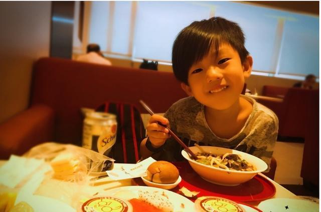 《爸爸5》劉耕宏女兒小泡芙「萌力爆發」,沒想到哥哥妹妹「神基因」還更可愛!