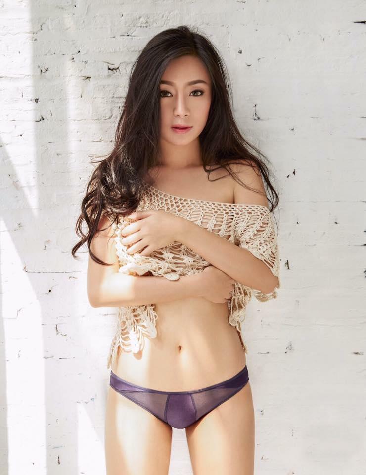 台灣人也受不了!性感小吃店老闆娘「露驚人雪乳」炒飯,「一往前傾」網友搶買機票朝聖
