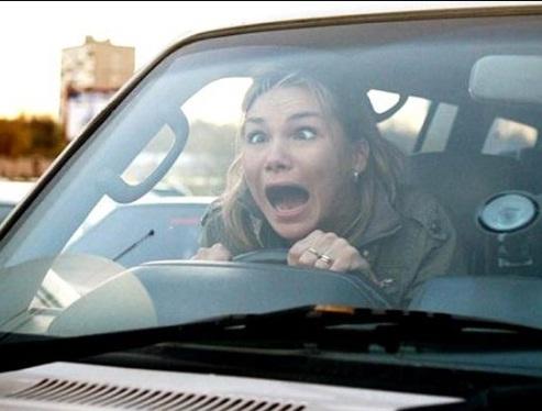 駕照考了16年還在考!標準「馬路3寶女」放棄,一緊張會有超可怕舉動...教練:考到對不起社會...