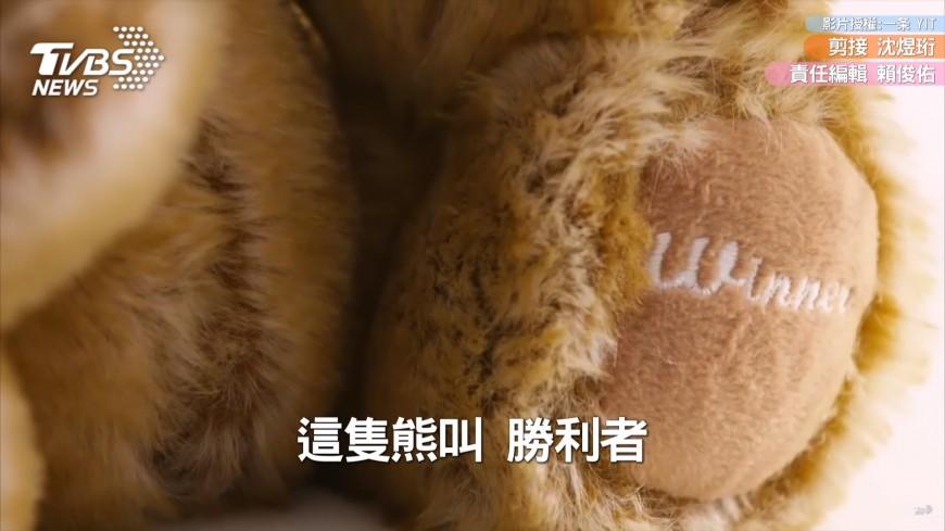 13歲男童每天一小時「4年手縫1300隻泰迪熊」!病童收到禮物的表情,讓他決定「繼續做下去」!