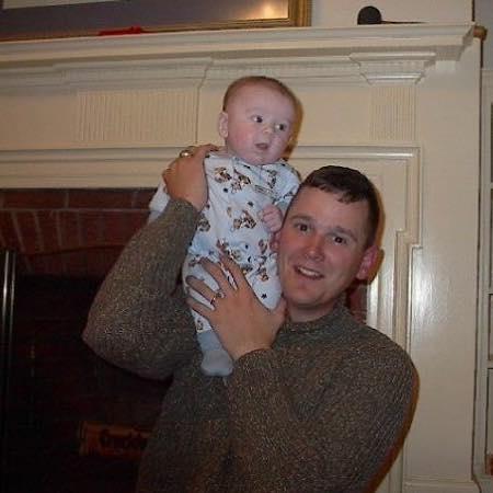 爸爸戰死時他才1歲,14年後一群「善良的陌生人」給了他一輩子最大的感動