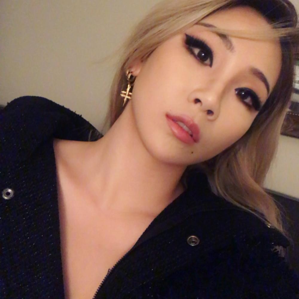 「在美國是新人啥都不是」!CL哽咽透露「赴美發展3年辛酸」化妝也自己來,BIGBANG太陽心疼喊話:回來吧!