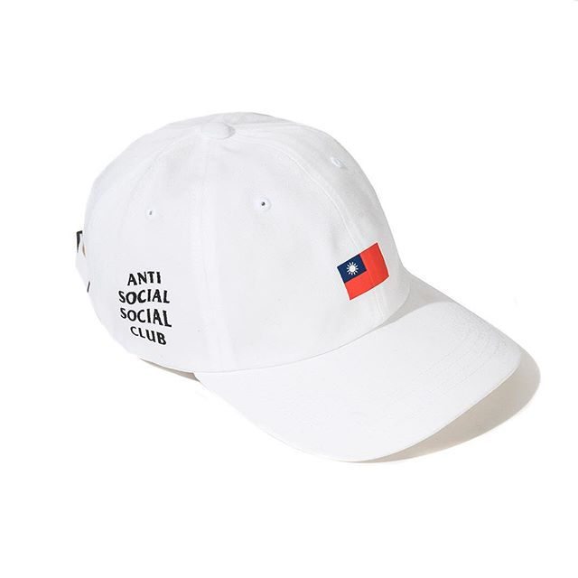 邊緣品牌《Anti Social Social Club》推出「台灣國旗」單品,台灣人超嗨但中國網友「玻璃心又碎了」!